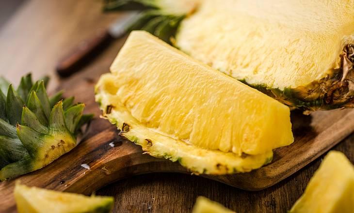 Ananas gegen trockene Hautstellen