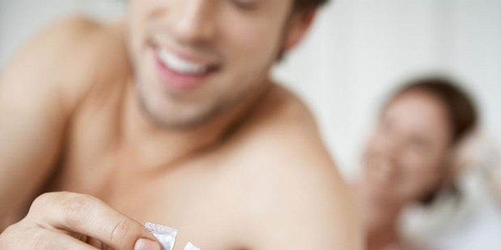 Pärchen mit Kondom