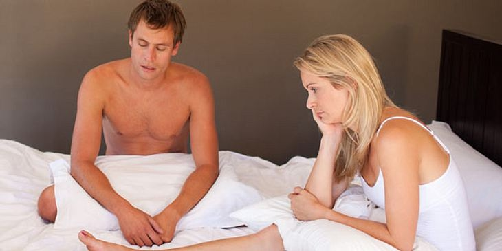 Mann leidet unter erektiler Dysfunktion