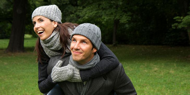 Lachendes Paar im Park