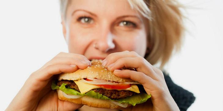 Fettige Nahrungsmittel begünstigen Sodbrennen