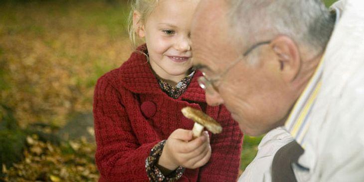 Großvater mit Enkelin