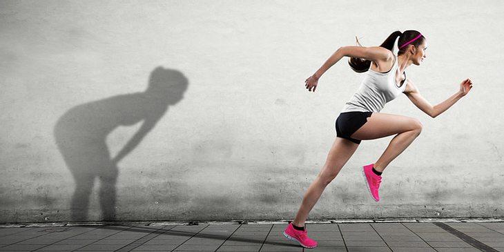 Frau sprintet