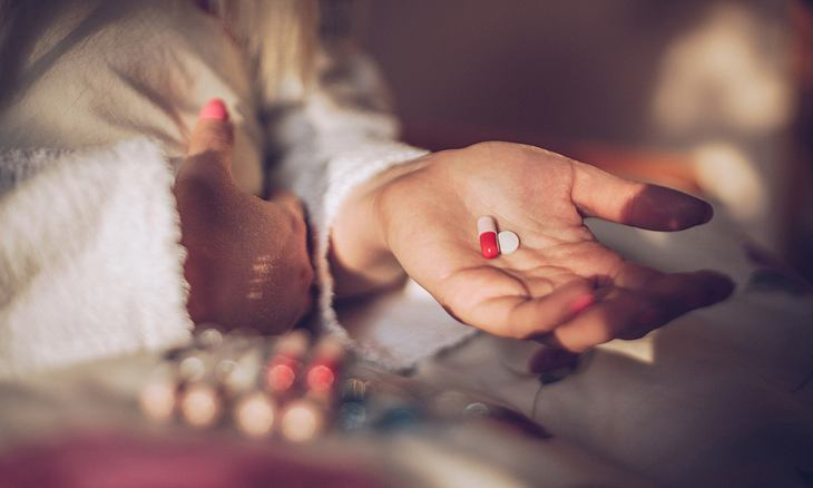 Medikamente nehmen bei Narkolepsie