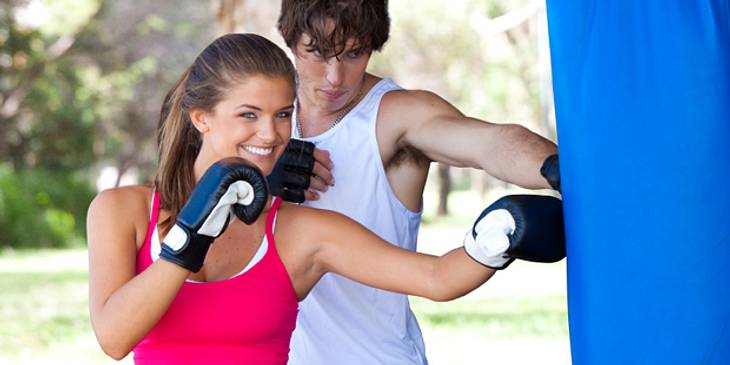Neue Sportart langsam erlernen gegen Muskelfaserriss