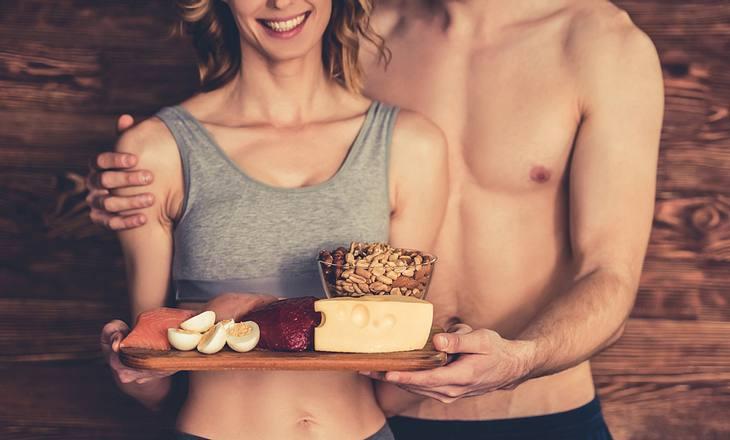 Paar macht gesunde Diät