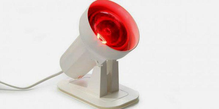 Rotlichtlampe fördert Durchblutung