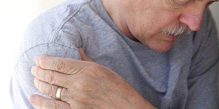 Bei Schleimbeutelentzündung schmerzt das Gelenk