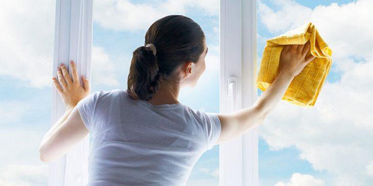 Fensterputzen kann Schulterschmerzen verursachen