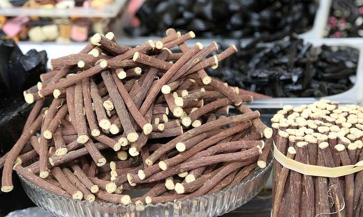 Süßholzwurzel als Hausmittel gegen Kehlkopfentzündung
