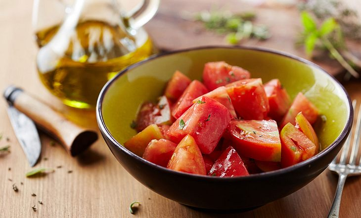 Tomate-Basilikum-Salat