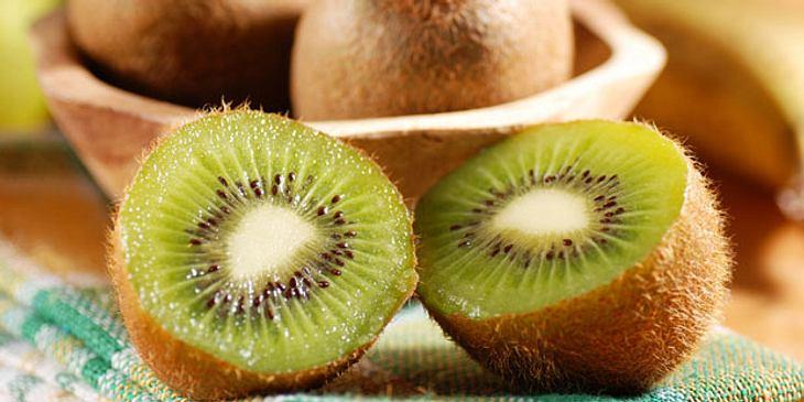 Kiwi ist eine Vitamin-C-Bombe