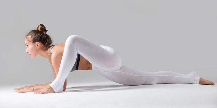 "Bei der Yin-Yoga-Pose ""Dragon flying low"" wird die Dehnung des ""Babydragon"" nochmal intensiviert"