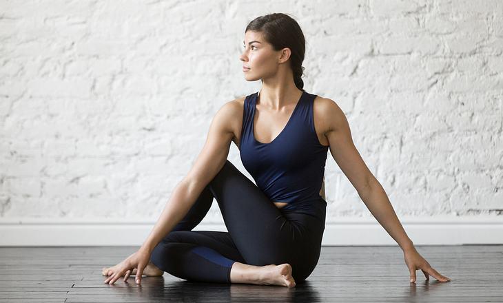 Yogafigur Drehsitz