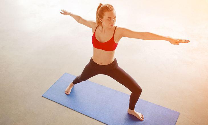 Yogafigur Krieger 2